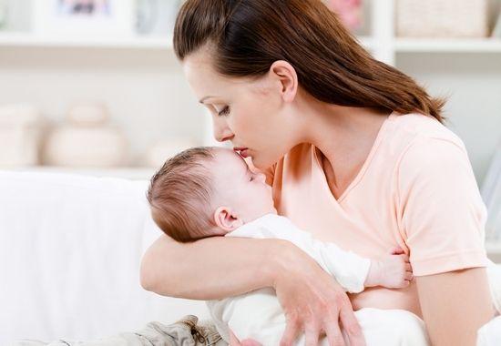 беловатый налет на щеках, языке, деснах свидетельствует о том, что у малыша развился кандидозный стоматит