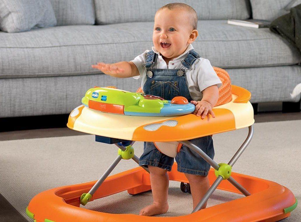 В каком возрасте можно сажать ребенка в ходунки?