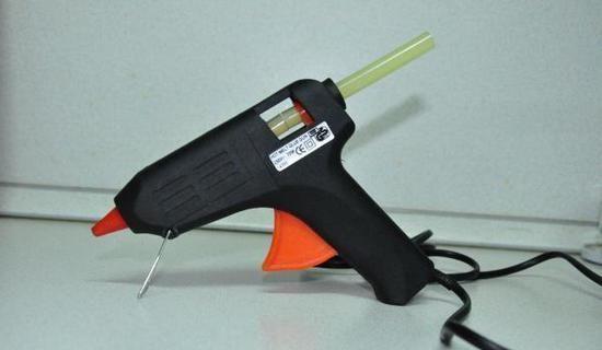 Как пользоваться клеевым пистолетом для рукоделия?