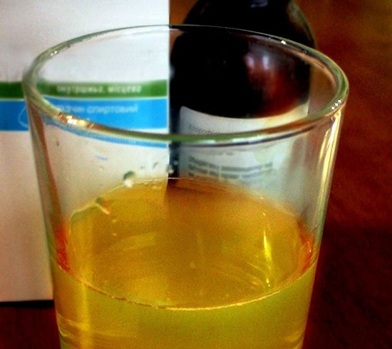 Перед приготовлением соответствующего раствора, таблетки фурацилина следует растолочь в порошок