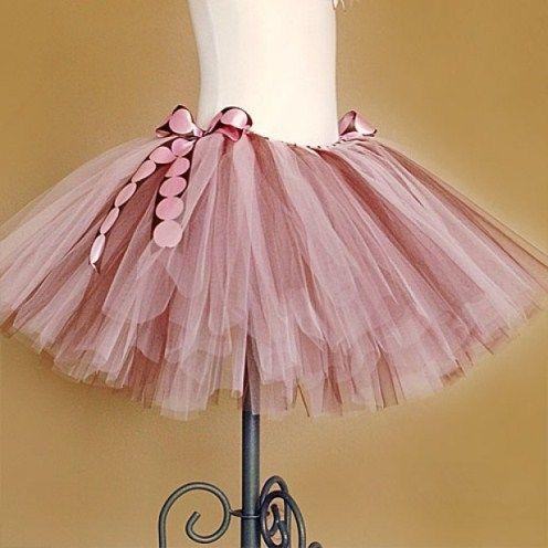 Как украсить юбку из фатина?