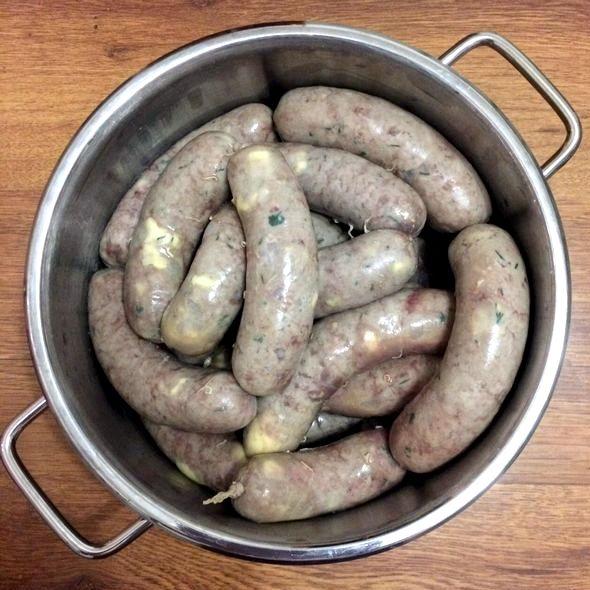 Домашние колбаски в кишке рецепт на мясорубке Также можно использовать специальную