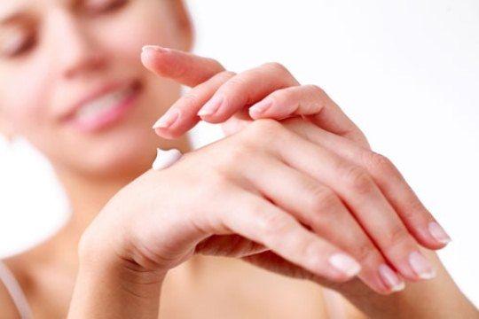 Трескается кожа на руках: первая помощь