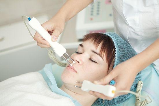 Также возможно проведение электрофореза с лидазой на уши для лечения среднего отита