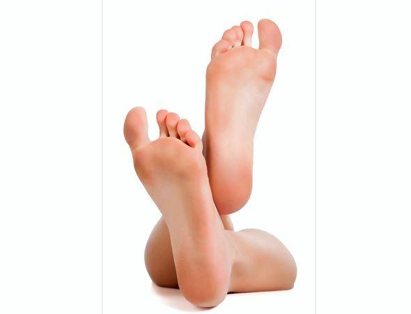 Как сделать пятки мягкими и гладкими в домашних условиях быстро на ножках