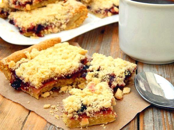 Печенье с вареньем и тертым тестом сверху тесто, не прилипающее