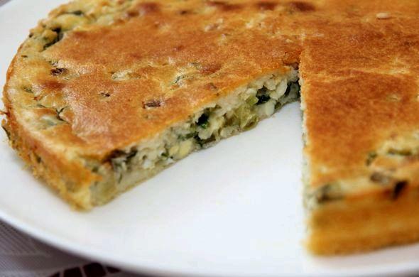 Пирог заливной с зеленым луком и яйцом Готовый пирог подаем горячим
