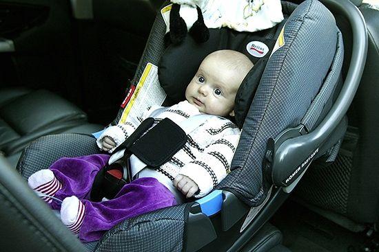 Медики сходятся в одном, что для безопасности вашего малыша при езде в автомобиле использование специальных удерживающих средств обязательно
