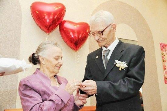 Когда празднуют бриллиантовую свадьбу?
