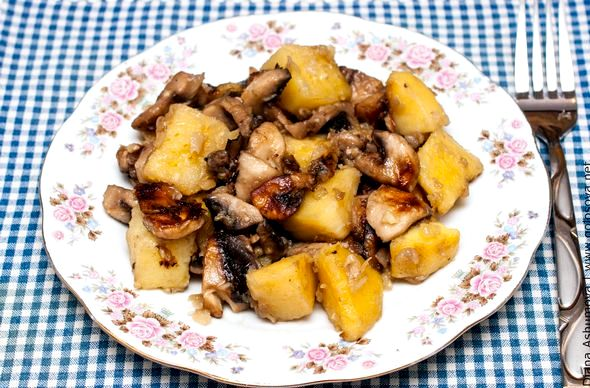 Жареная картошка с лисичками на сковороде рецепт организм всеми необходимыми минералами